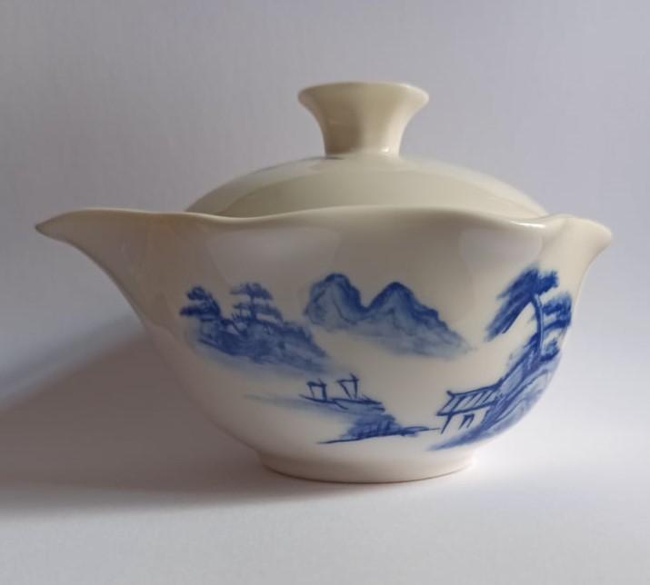 Zhong s modrou kresbou